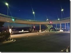 夜の歩道橋